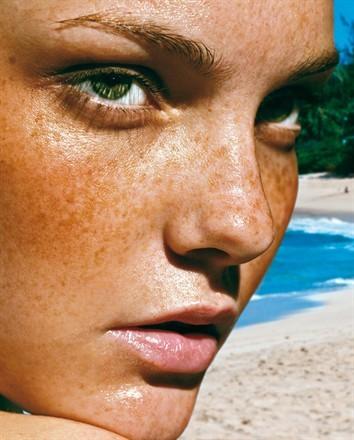 Come rapidamente togliere la pigmentazione da una faccia