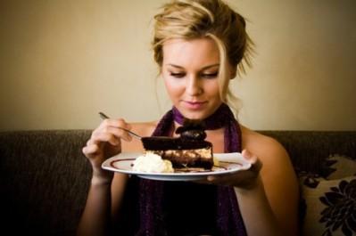 donna-mangia-torta-480x319