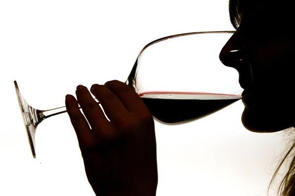 MEDICINA ONLINE VINO ALCOLICI ALCOLISMO BERE.