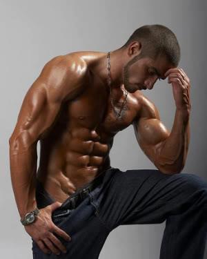 riscaldamento palestra uomo muscoloso
