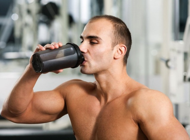 integratori proteine dieta Dukan iperproteica fa male bene dimagrire muscoli