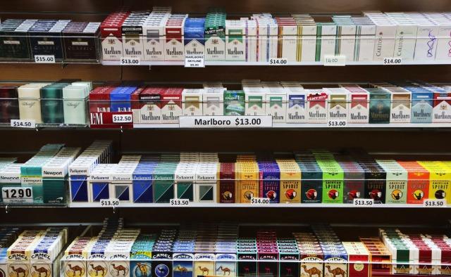 Dott. Loiacono Emilio Alessio Medico Chirurgo Medicina Chirurgia Estetica Benessere Dietologia Sessuologia Ecografie Tabagismo Smettere di fumare Il pacchetto di sigarette di colore blu chiaro contiene sigarette meno