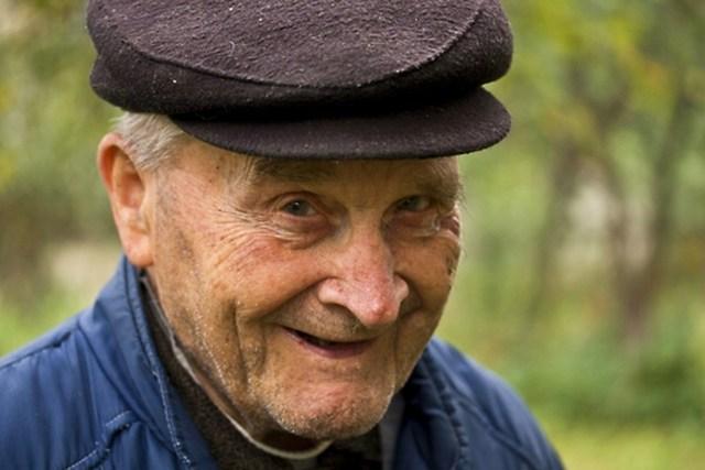 uomini vivono meno delle donne anziani anziano