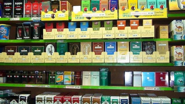 MEDICINA ONLINE FUMARE FUMO SIGARETTE NICOTINA DIPENDENZA DROGA TOSSICODIPENDENZA CANCRO TUMORE POLMONI GRASSO SMETTERE DI FUMARE INGRASSARE CENERE MOZZICONE GIOVANI TABACCO TABAGISMO PIPA SIGARO ELETTRONICA