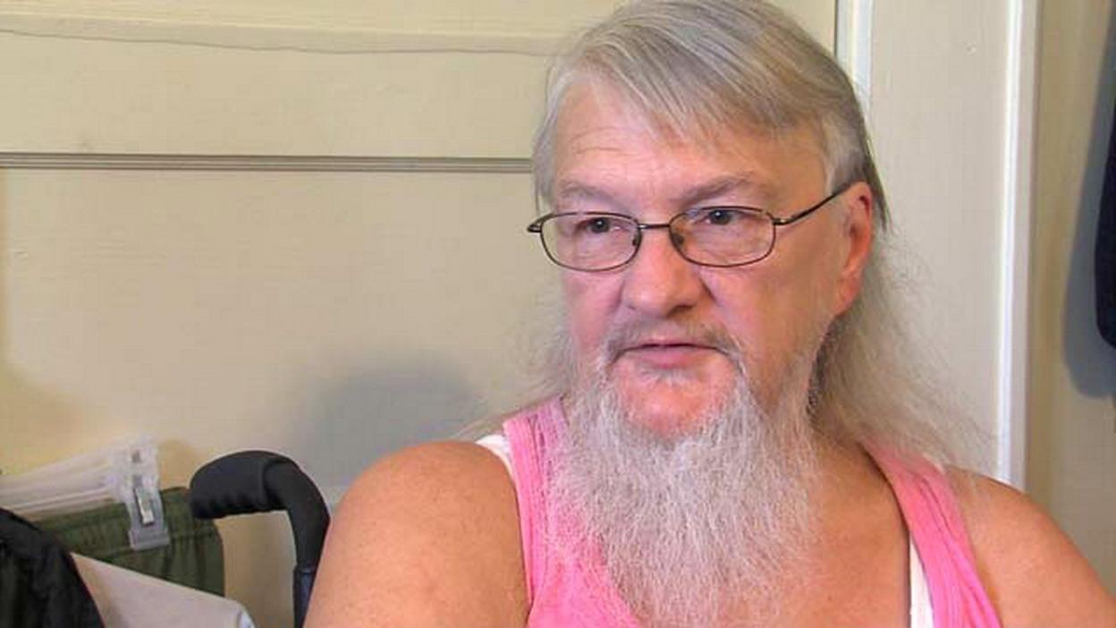 pene maschile con la barba lunga