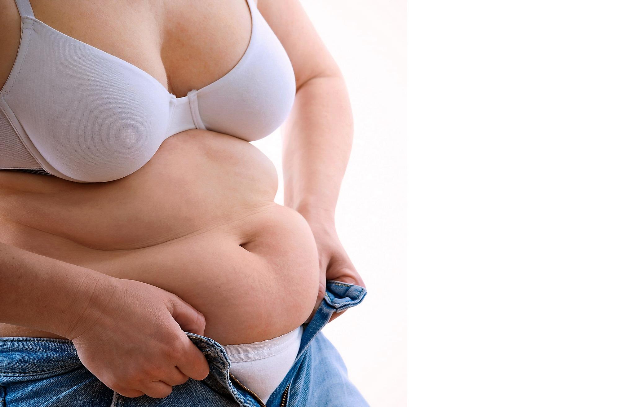 Dolore a destra in uno stomaco che dà a un dorso a donne