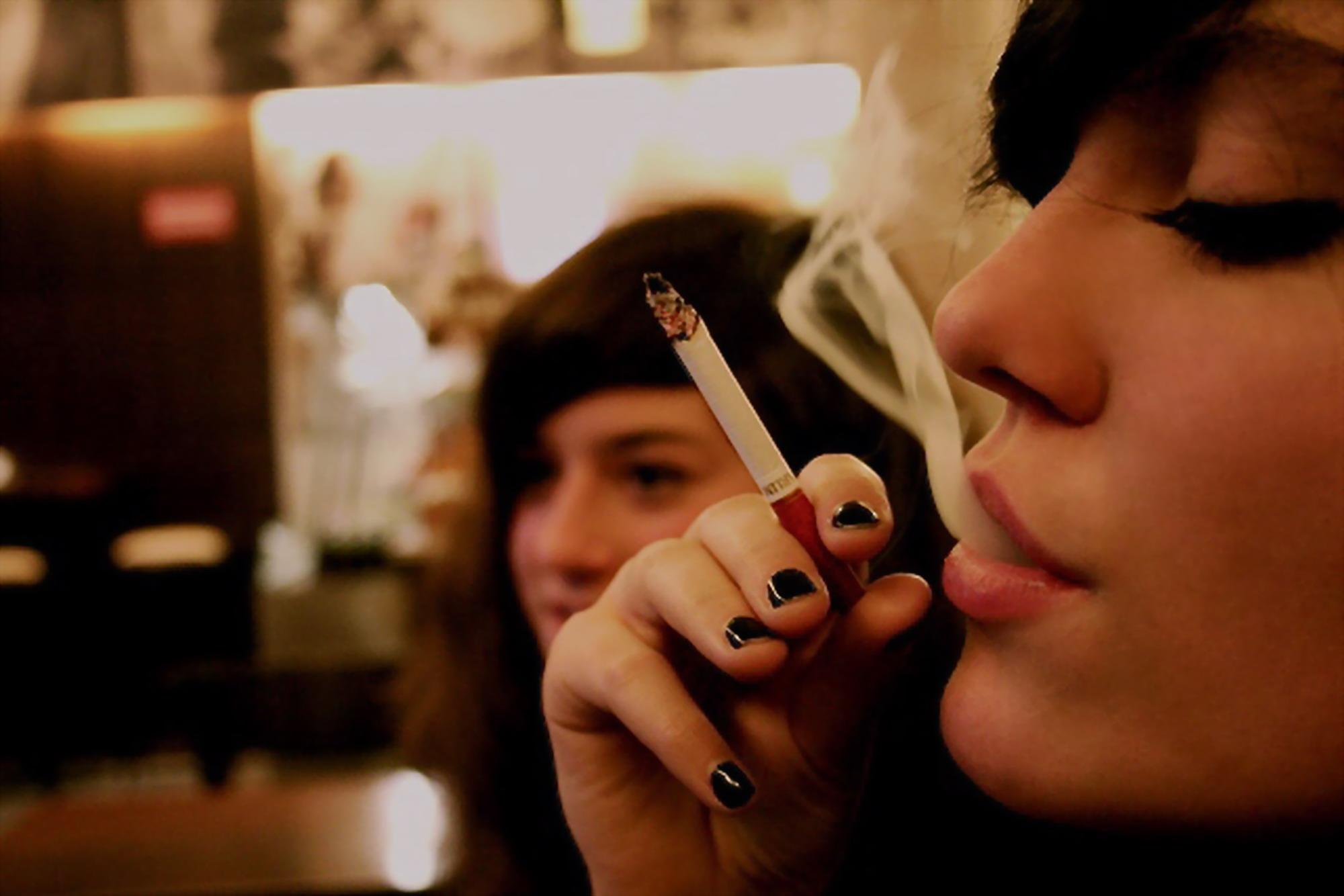 E ho smesso di fumare corde a una canzone di madri