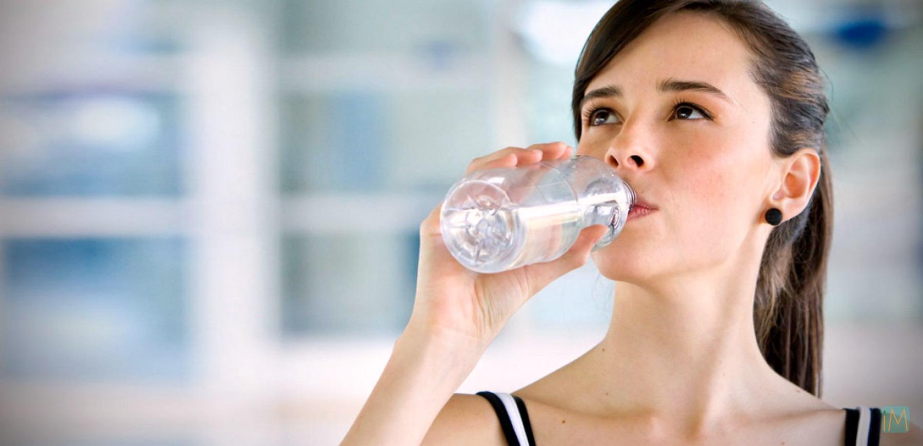 bere molta acqua mi aiuta a perdere peso
