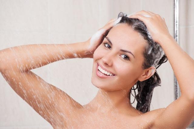 MEDICINA ONLINE ERRORI BANALI DOCCIA ACQUA HAIR SOAP SHAMPOO.jpg