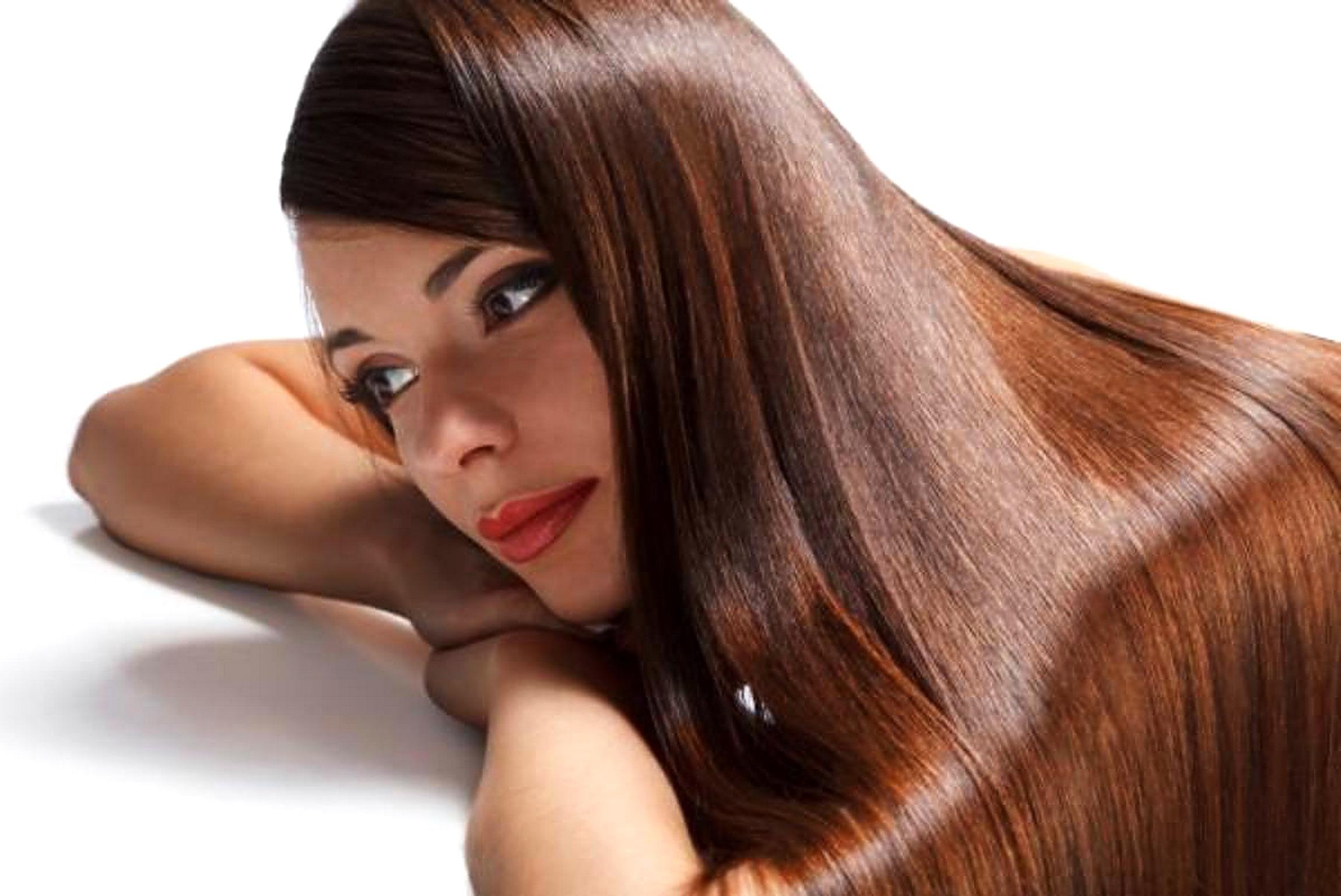 Bagno di colore sui capelli bianchi u acconciature alla moda della
