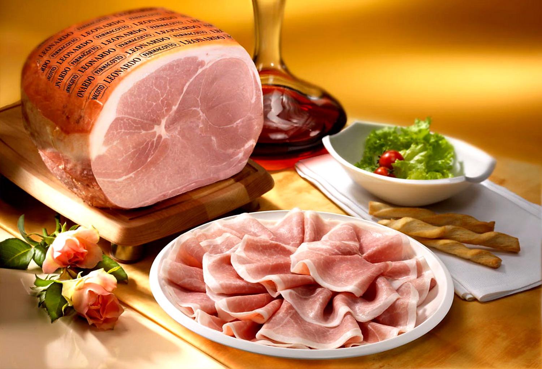 mangiare maiale crudo