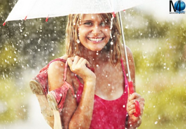 MEDICINA ONLINE RAIN TORNADO COLD WATER OMBRELLO TEMPO BOSCO FOGLIE SECCHE AUTUNNO INVERNO CLIMA METEO METEREOPATIA WINTER SNOW NEVE AUTUMN LEAVES WOODS WALLPAPER Alone-sad-girl-lonely-walk-with-umbrella-miss-you-images