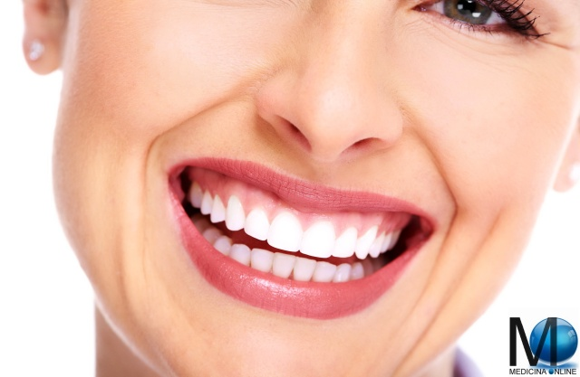 MEDICINA ONLINE WOMAN GIRL LIPS BEAUTIFUL SMILE WHITE TEETH DENTI BIANCHI LABBRA SORRISO RISO DONNA VISO VOLTO CARIE TARTARO PLACCA DENTIFRICIO COLLUTORIO SPAZZOLINO PULIZIA CLEANING WALLPAPER HI RES PHOTO PICTURE PICS