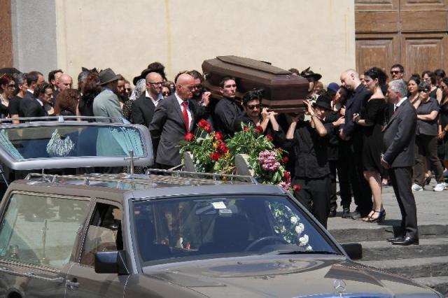 MEDICINA ONLINE COSA SI PROVA A VIVERE IL PROPRIO FUNERALE MORTE CHIESA BARA SENSAZIONE