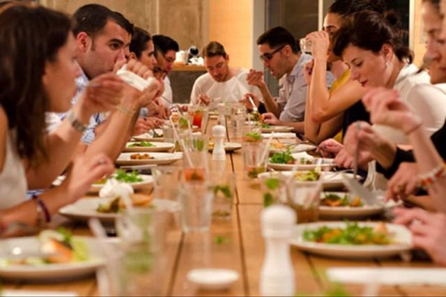 MEDICINA ONLINE SOCIAL EATING GNAMMO FENOMENO WEB MANGIARE PRANZO CIBO CENA INSIEME AMICI RISTORANTE