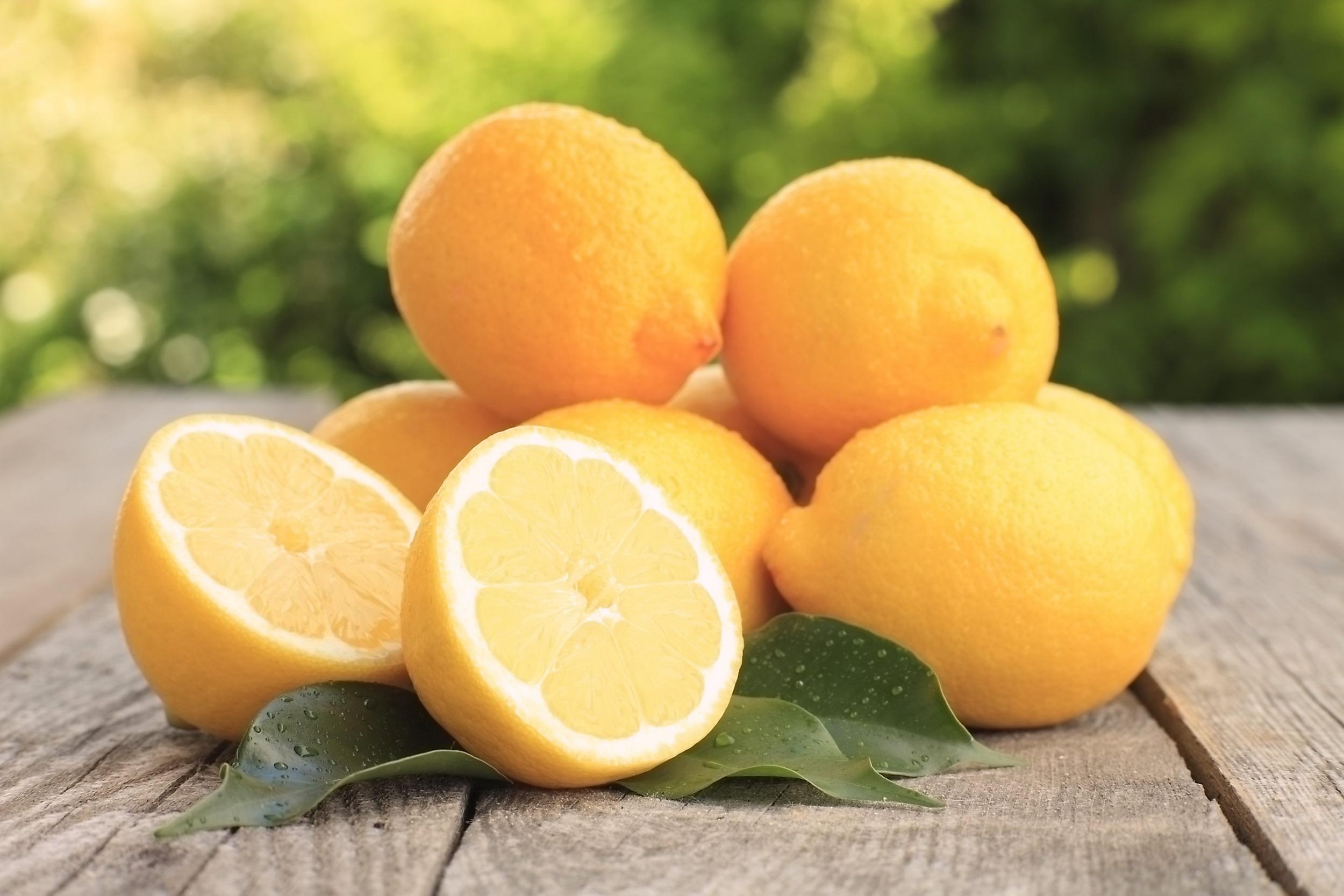 posso perdere peso bevendo acqua con il limone