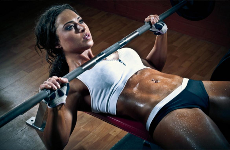 Medicina online palestra donna muscoli ipertrofia allenamento