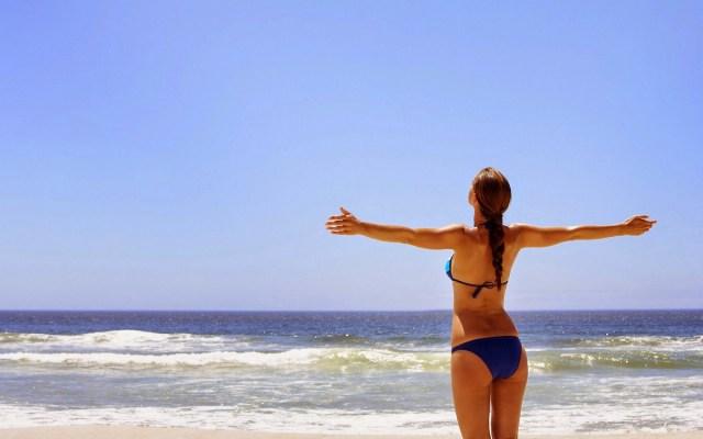 MEDICINA ONLINE SOLE MARE ABBRONZATURA PELLE CUTE MELANINA SPIAGGIA MARE DONNA COSTUME SEA SAND GIRL BEACH SWIMMING WALLPAPER HI RES PICS PICTURE PHOTO BEAUTIFUL VETRO UVA UVB ULTRAVIOLE