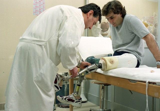 MEDICINA ONLINE ALEX ZANARDI FORMULA 1 2001 LAUSITZRING F1 GP GRAN PREMIO CRASH MORTE DEAD DEATH AUTO INCIDENTE AUTOMOBILISTICO VIDEO ITALIA RETTILINEO AMPUTAZIONE GAMBE PARAOLIMPIADI VI