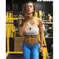 Kissi little kiss while killin it ?? @anllelasagra_ at @miami_iron_gym . . ???????? Transformation Program ?? AnllelaSagra.Net . .