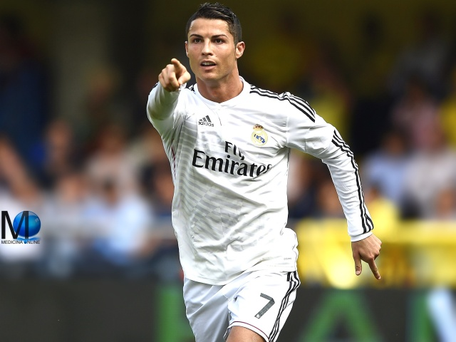 MEDICINA ONLINE CRISTIANO RONALDO REAL MADRID MONEY RICH GOL GOAL CORNER FLY EMIRATES FOOT TALL WEIGHT HEIGHT SHORT SOCCER PORTOGALLO EUROPE MONDIALE PALLONE CALCIO FOOTBALL LEGEND WALL
