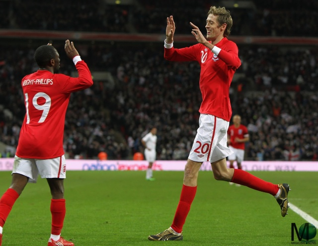 MEDICINA ONLINE Peter Crouch TALL FOOTBALL PLAYER ENGLAND WALLPAPER PHOTO PICTURE.jpg