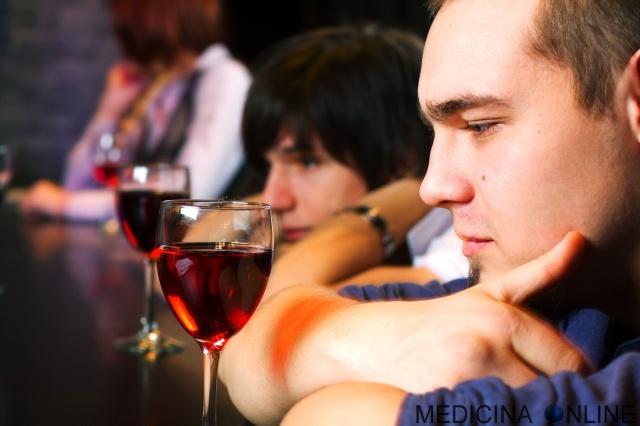 MEDICINA ONLINE ALCOL ALCOOL ALCOLICI BIRRA VINO VODKA ETILICO METABOLISMO ETANOLO DROGA DIPENDENZA ALCOLISTA BERE TOSSICODIPENDENZA AIUTO ANONIMI SUPERALCOLICI RUM COCKTAIL CONSIGLI MARITO FEGATO CIRROSI EPATICA