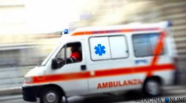 MEDICINA ONLINE AMBULANZA URGENZA EMERGENZA PRONTO SOCCORSO OSPEDALE INCIDENTE STRADALE MORTE CHIRURGIA AUTO MEDICA STRADA
