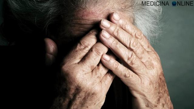 MEDICINA ONLINE ANZIANI VECCHI DEPRESSIONE NONNI MORTE SENILE SENILITA SENESCENZA ETA OLDIE OLD GRANDMA GRANDPA NONNO MALATTIA TRISTE SAD DISPERAZIONE SOLITUDINE PARKINSON ALZHEIMER ABUSO VIOLENZA FAMIGLIA