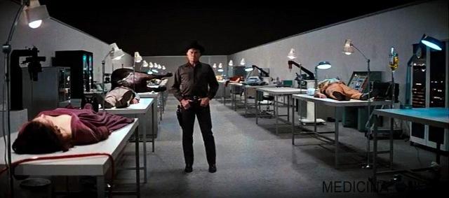 MEDICINA ONLINE IL MONDO DEI ROBOT WESTWORLD  1973 SCI FI Un film di Michael Crichton. Con James Brolin, Yul Brynner, Richard Benjamin, Victoria Shaw, Norman Bartold. continua Fantascienza.jpg