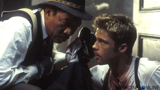 MEDICINA ONLINE SEVEN SE7EN FILM MOVIE CINEMA WALLPAPER detective William Somerset (Morgan Freeman) dal film Seven del 1995 diretto da David Fincher e interpretato da Brad Pitt, Morgan Freeman e Kevin Spacey.jpg
