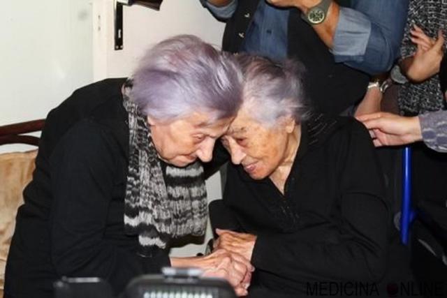 MEDICINA ONLINE ANNI ULTRACENTENARIE ITALIA ITALIANE SORELLE FEFE DEDE Festeggia 106 anni con la sorella di 112.jpg