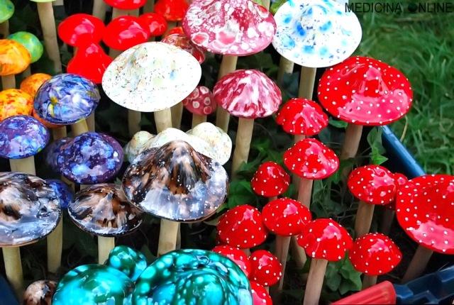 MEDICINA ONLINE ALLUCINOGENI FUNGHI FUNGHETTI ECSTASY DROGA EFFETTI MDMA METABOLITA MDA DIPENDENZA ALLUCINAZIONI VISIONI ECCITAZIONE PILLS PILLOLA COMPRESSE PASTIGLIE PASTICCHE ILLEGALI FARMACI psychedelic mushroom hallucin.jpg