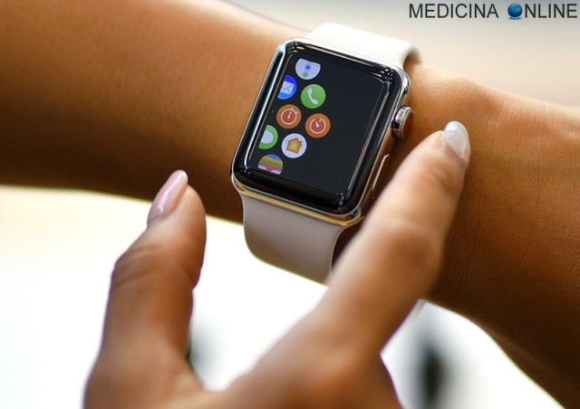 MEDICINA ONLINE APPLE WATCH OROLOGIO ANDROID FREQUENZA CARDIACA ELETTROCARDIOGRAMMA SALUTE TECNOLOGIA CUORE SMARTPHONE CELLULARE TELEFONINO.jpg