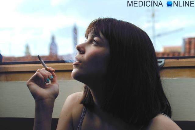 MEDICINA ONLINE CIGARETTE SIGARETTA FUMO PASSIVO ATTIVO TERZIARIO DANNI DIFFERENZE NICOTINA SMETTERE DI FUMARE NO STOP SMOKING CANCRO POLMONE TOSSICODIPENDENZA VIZIO ARIA TUMORE