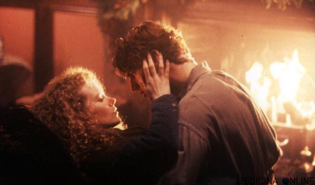 MEDICINA ONLINE CINEMA Cuori ribelli (Far and Away) film 1992 diretto da Ron Howard Bob Dolman Tom Cruise  Nicole Kidman WALLPAPER LOVE SCENE KISS COPPIA AMORE SCENA BACIO KISS.jpg