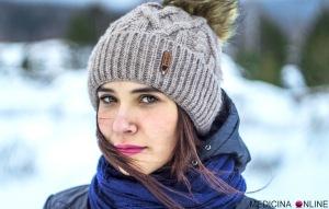 MEDICINA ONLINE COLD WINTER AUTUMN AUTUNNO INVERNO FREDDO ICE GHIACCIO NEVE SNOW DONNA PELLE GEL DETERGENTE MANI DONNA RAFFREDDORE NATURA VENTO CAPELLI DONNA SERIA TRISTE