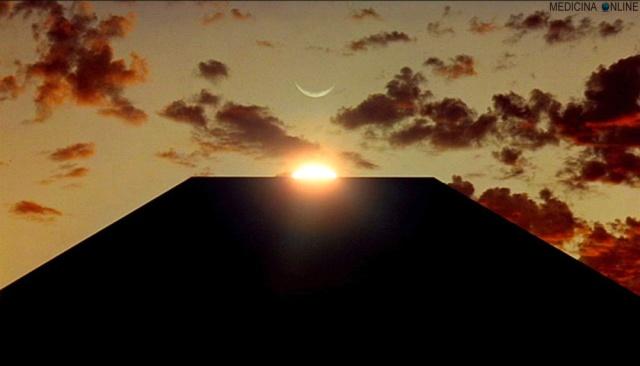 MEDICINA ONLINE MONOLITE MONOLITO ACCENTO DIFFERENZA DEFINIZIONE 2001 Odissea nello spazio 2001 A Space Odyssey è un film di Stanley Kubrick del 1968 basato su un soggetto di Arthur C. Clarke Keir Dullea David Bowman.jpg