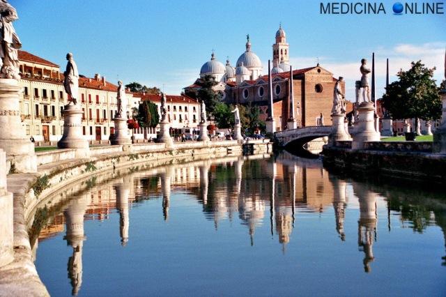 MEDICINA ONLINE PADOVA VENETO CARTOLINA Prato della Valle e sullo sfondo l'Abbazia di Santa Giustina.jpg