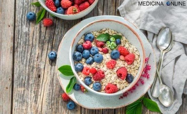 MEDICINA ONLINE Avena proteine e fibre per salute, dieta e bellezza colazione.jpg
