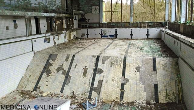 MEDICINA ONLINE DISASTRO NUCLEARE PRIPYAT PISCINA COPERTA  POOL Černobyl' ANNIENTAMENTO ANNIHILATION ALEX GARLAND FILM CINEMA NATALIE PORTMAN RADIAZIONI DNA TUMORE CANCRO.jpg