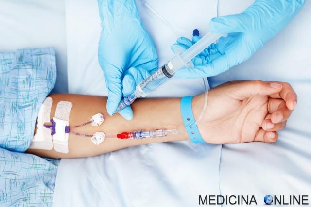 MEDICINA ONLINE fleboclisi terapia endovenosaTerapia e.v. Fleboin ingleseintravenous therapy IV etimologia procedura significato vena nutrizione parenterale sangue arteria catetere deflussore ago braccio a che serve.jpg