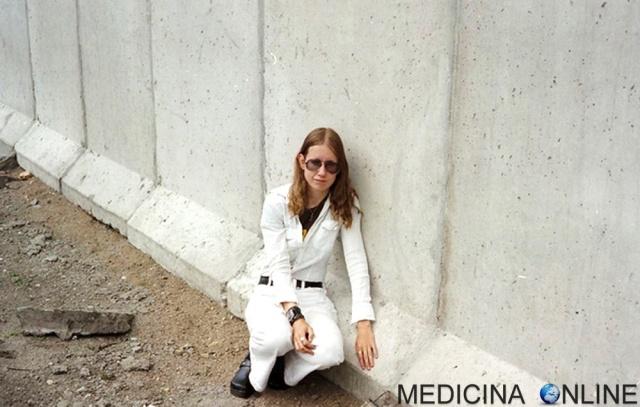 MEDICINA ONLINE DONNA RAGAZZA SESSO SPOSATA MURO DI BERLINO PARAFILIA FETICISMO OGGETTI EDIFICI OBJECTUM SEXUALS OGGETTOFILI Eija-Riitta-Eklöf Berliner Mauer.jpg