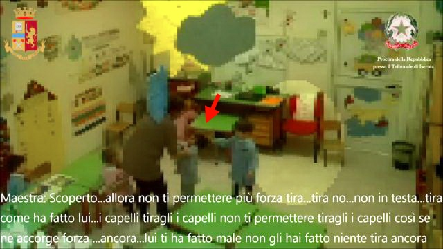 MEDICINA ONLINE MALTRATTAMENTI SCUOLA MATERNA VIDEO BAMBINI BIMBI MAESTRA INSEGNANTE BOTTE VIOLENZA MOLESTIA SEGNALI CAPIRE PROFESSORE BULLISMO.jpg