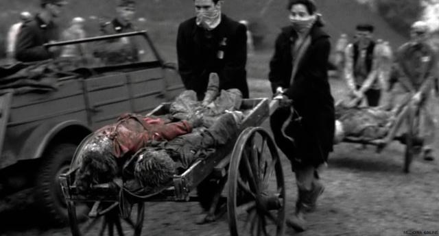 MEDICINA ONLINE Oliwia Dabrowska red coat girl dead death color morta Schindlers List Steven Spielberg  Liam Neeson Ben Kingsley  Ralph Fiennes ebrei nazismo olocausto seconda guerra mondiale campo concentramento.jpg