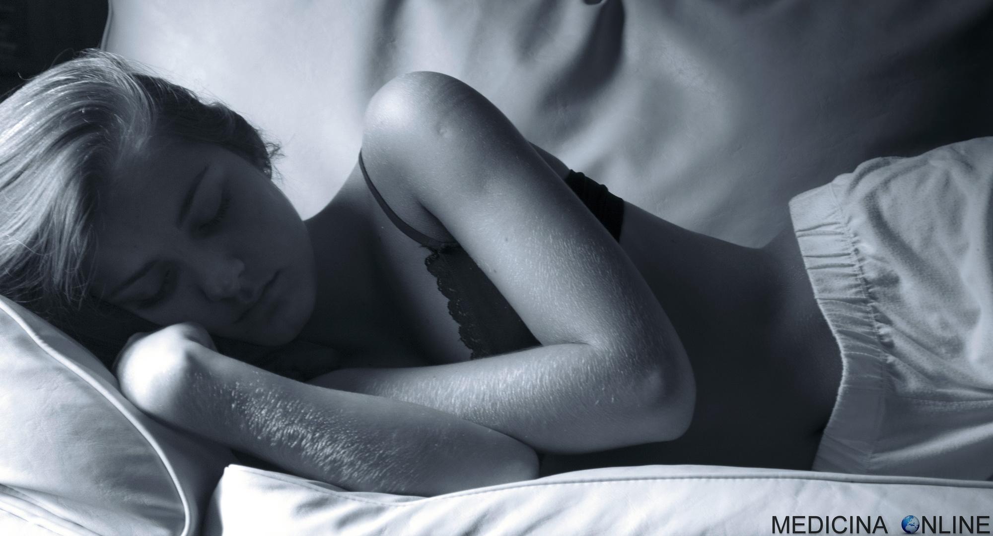 Orgasmo femminile mentre dorme