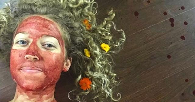 MEDICINA ONLINE Ragazza si cosparge il volto con il sangue mestruale perché lo fa Demetra Nyx INSTAGRAM