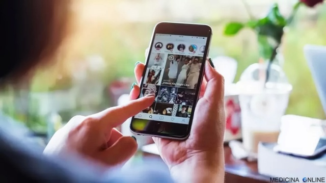 MEDICINA ONLINE DIPENDENZA DA NOTIFICA SMARTPHONE CELLULARE TELEFONINO SOCIAL NETWORK MEDIA INSTAGRAM LIKE FACEBOOK MI PIACE PSICHIATRIA ANSIA TELEFONARE POPOLARITA GIOVANI TECNOPATOLOGIE HIKIKOMORI.jpg