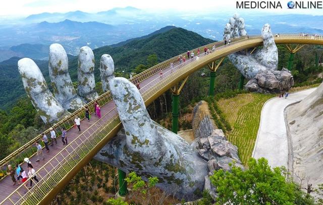 MEDICINA ONLINE Golden Bridge Ba Na Đà Nẵng Cầu Vàng in Vietnam il meraviglioso ponte delle mani