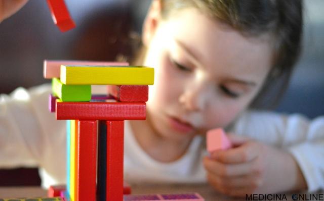 MEDICINA ONLINE GIOCO GIOCATTOLI BAMBINO BAMBINI BIMBI SCUOLA ELEMENTARE NIDO PRIMARIA INFANZIA PEDAGOGIA CREATIVITA COLORI COSTRUZIONI LEGO FANTASIA